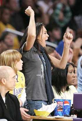 Lindsay cheers for the Lakers